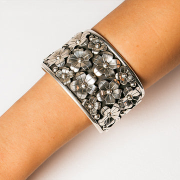 OLIVIA OXIDISED FLOWER CUFF