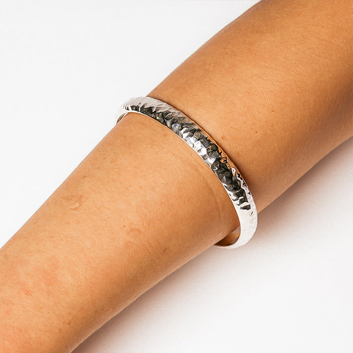 TEPIC HAMMERED BANGLE