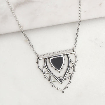 ANCIENT ARCHWAYS ONYX NECKLACE