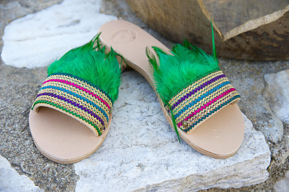 THE PARGA FEATHER LEATHER SLIDES