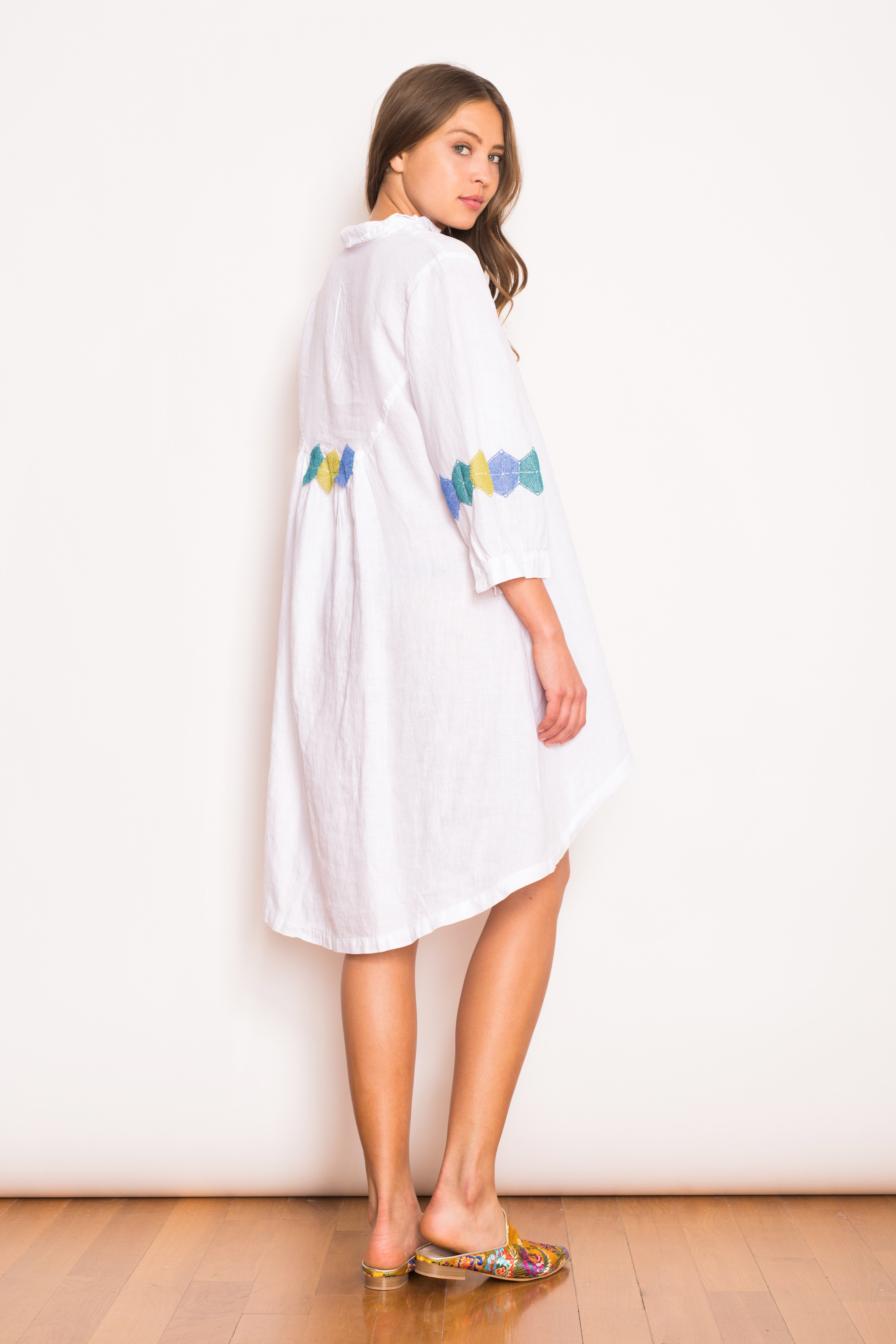 Laila Prismatic Lace Trims Linen Tunic