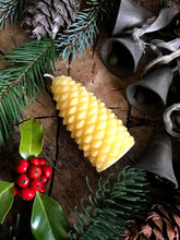 Pinecone | Beeswax Candle
