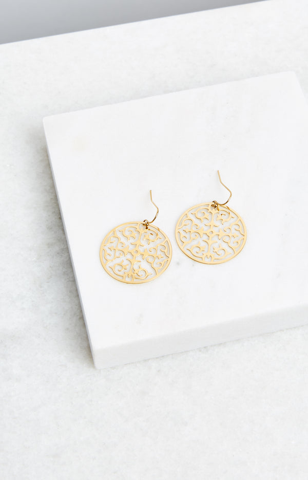 GOLD CIRCLE LACE EARRINGS