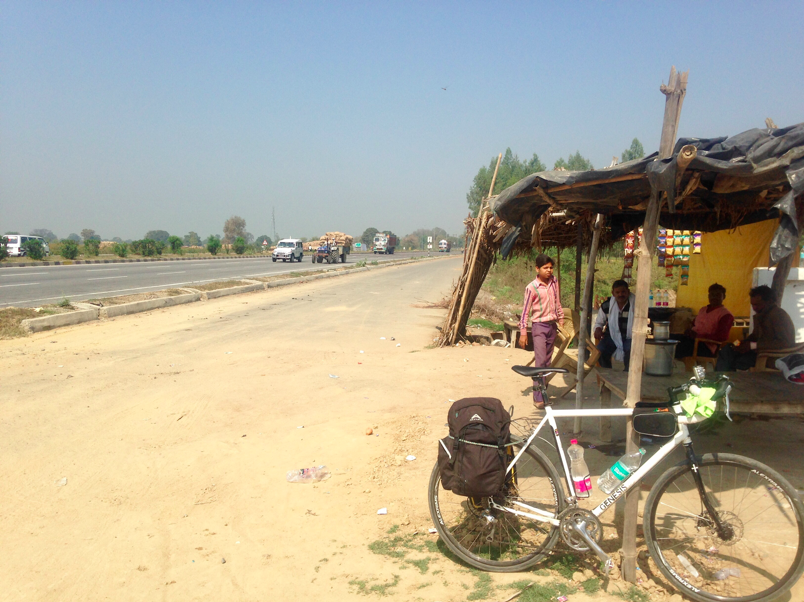 Cycling India's Grand Trunk Road alongside the road
