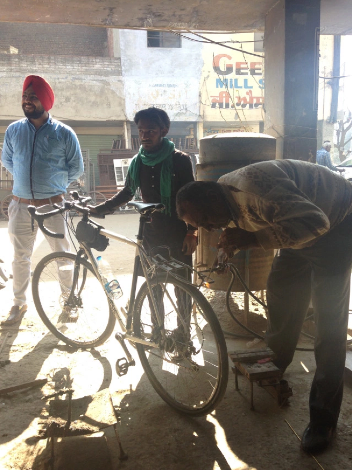 Cycling India's Grand Trunk Road pumping tyres