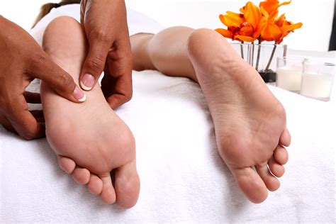 Foot Reflexology & Head Neck & Shoulder Massage Combo