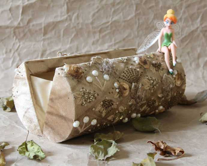 Vintage Gold Narnia Clutch