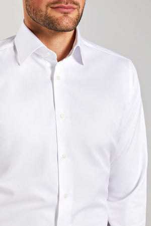Classic Fit Twill Weiss Doppelmanchette