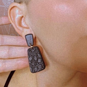 Dani Black Textured Earrings