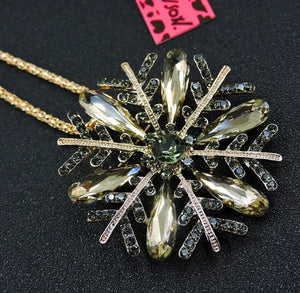 Betsey Johnson SNOW FLAKE FLOWER Rhinestone Pendant And BROACH Necklace