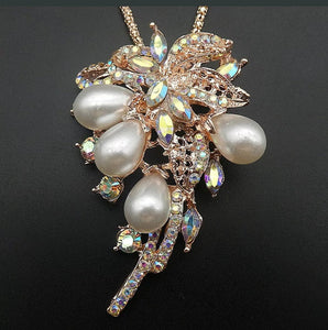 Betsey Johnson RHINESTOBES AND PEARLS  Pendant Necklace