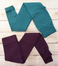 You will stay cozy and comfortable in these scrumptiously soft fleece lined leggings in solid teal or dark plum. Experience the warmth!
