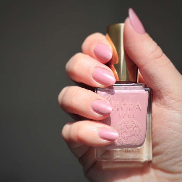 Nail Lacquer in China Aster 1