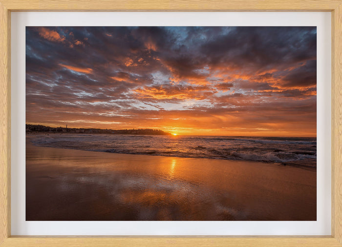 Bondi Beach sunrise by @nikkibings