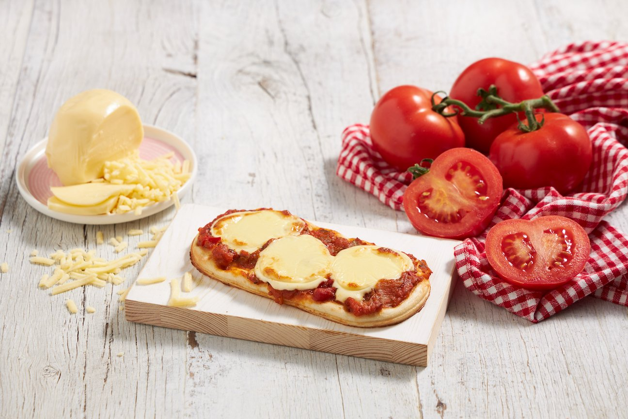 Cheese & Tomato Pizza
