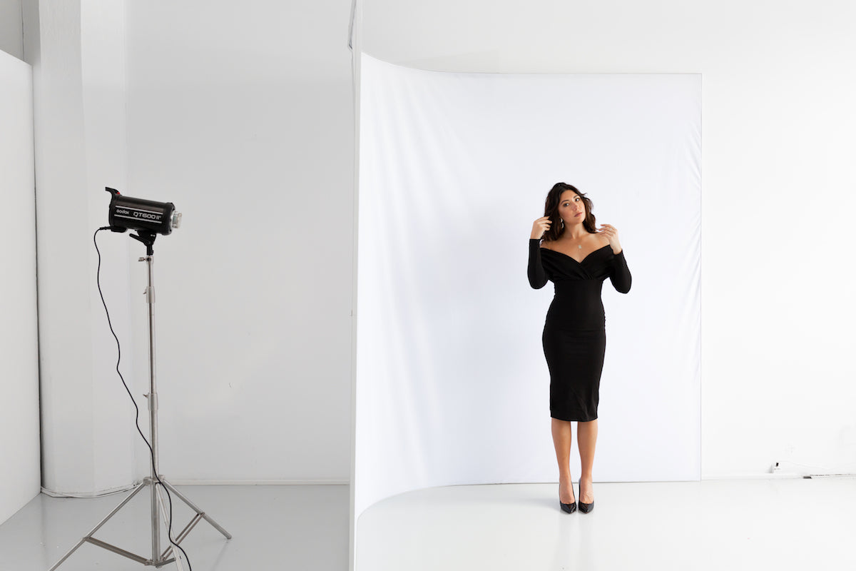 Easiframe curved cyclorama backdrop with model