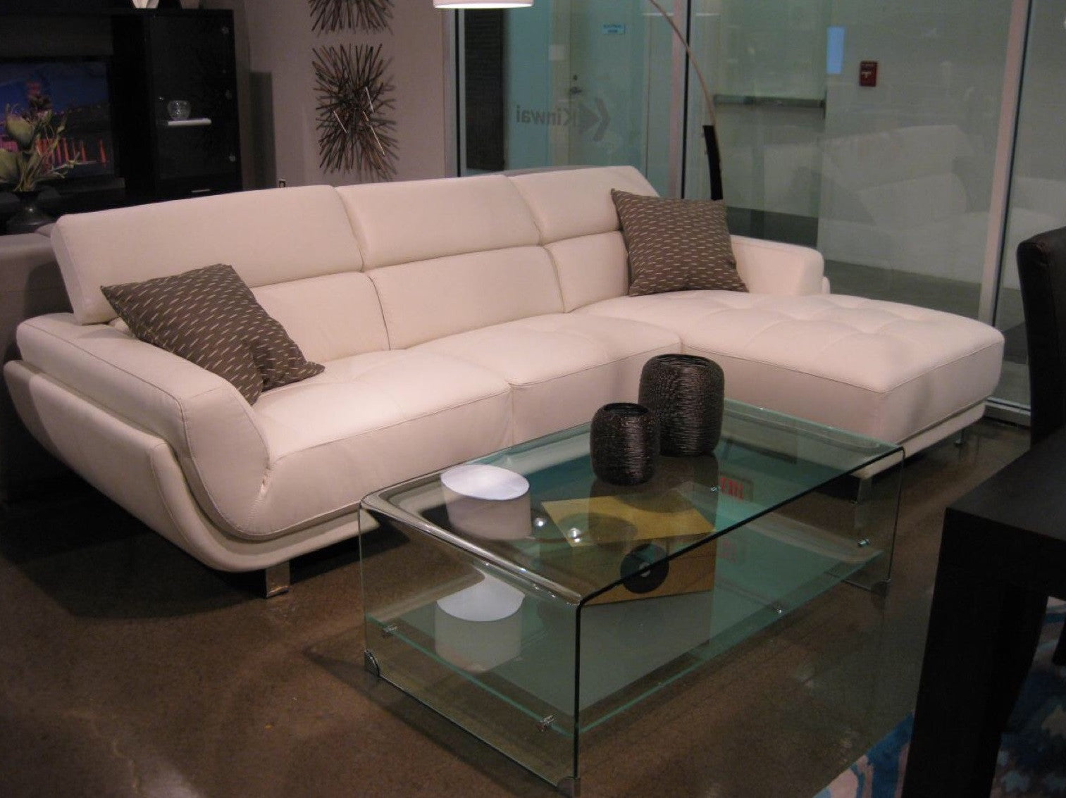 Dorris White Leather Sectional Sofa W/ Chaise