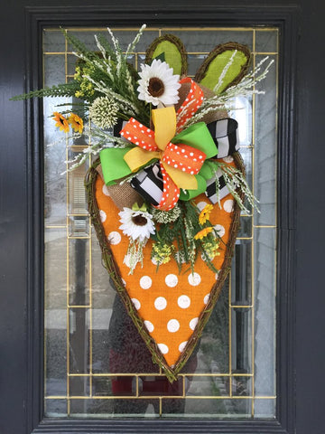 Learn How to Design Your Own Spring Door Hanger