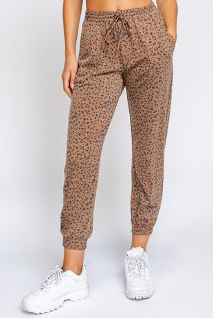 Step Up Camel Jogger Set