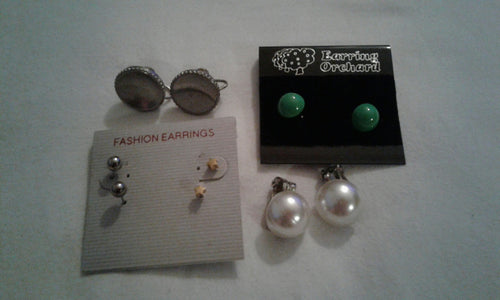 LOT OF VINTAGE EARRINGS
