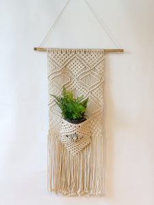 Macrame Wall Hanging w/ Pocket - Cloth + Cabin