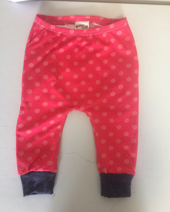 Hot pink polka dot shants size 2-3.