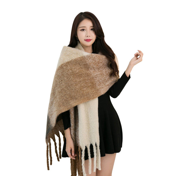 Polyester scarf with fringe