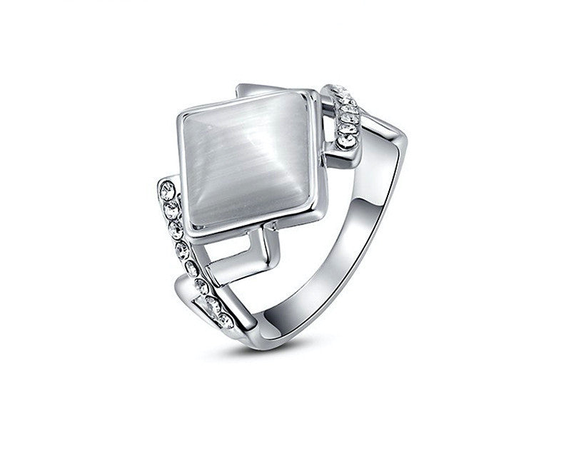 Platinum Plated Helen Ring with Simulated Diamond