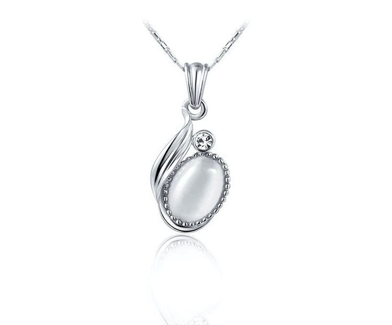 Platinum Plated Leslie Necklace with Simulated Diamond
