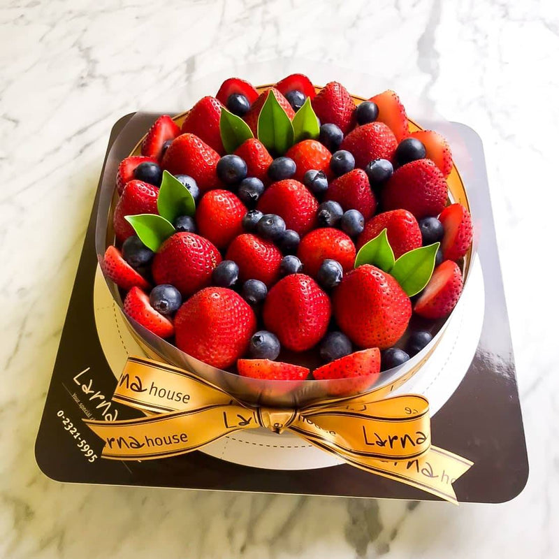 Strawberry Blueberry on Larna cake