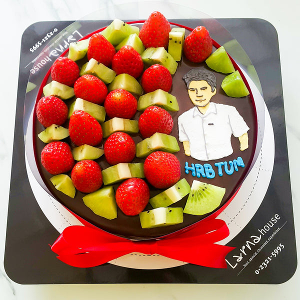 Strawberry Kiwi with portrait drawing on Larna cake