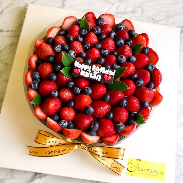 Strawberry Blueberry on Larna cake (Big size)