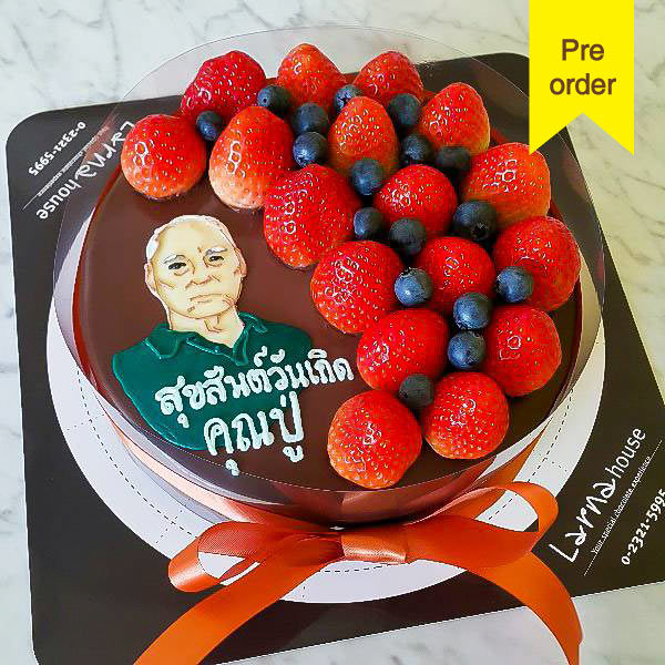 Strawberry Blueberry with portrait drawing on larna cake