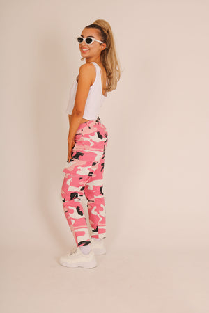 Blending In Is The New Standing Out 'High Waist Trousers With Pockets In Pink Camo'