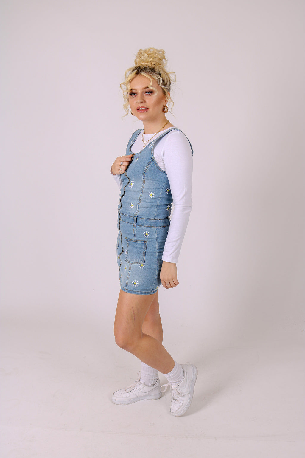 Oh My Ditzyyy 'Daisy Embroidery Denim Dress'