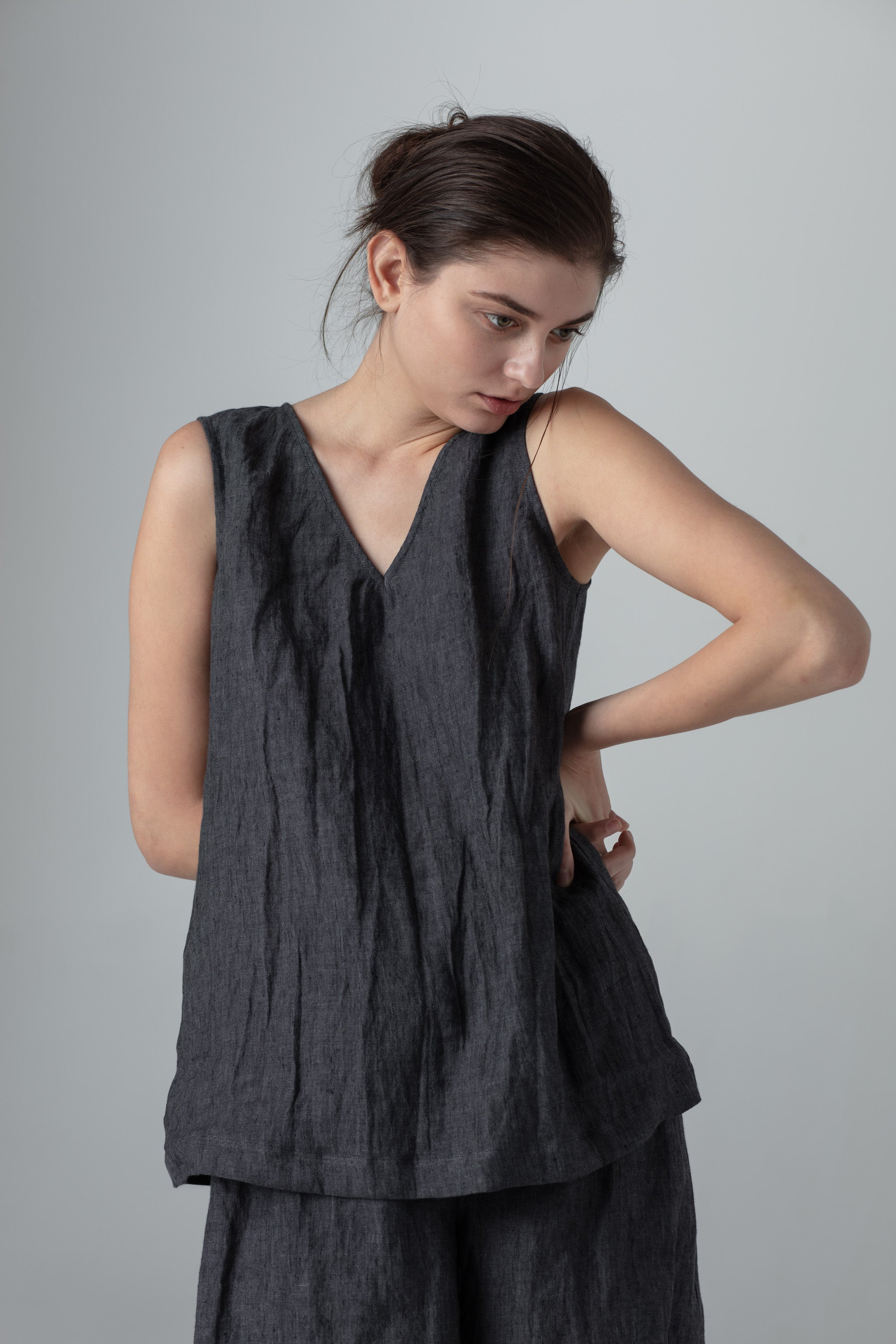 V-neck tank top in linen
