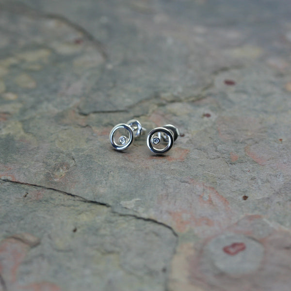 QUINN Silver & Diamond Cricle Stud Earrings