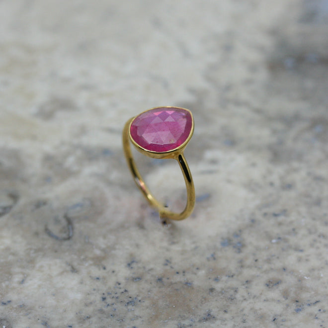 REI 18ct Yellow Gold & Rose Cut Ruby Ring