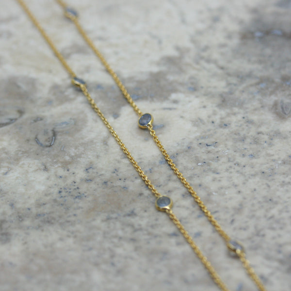 REI 18ct Yellow Gold & Pale Blue Sapphire Necklace