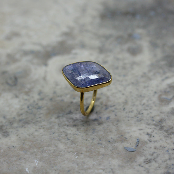 REI 18ct Yellow Gold & Tanzanite Ring