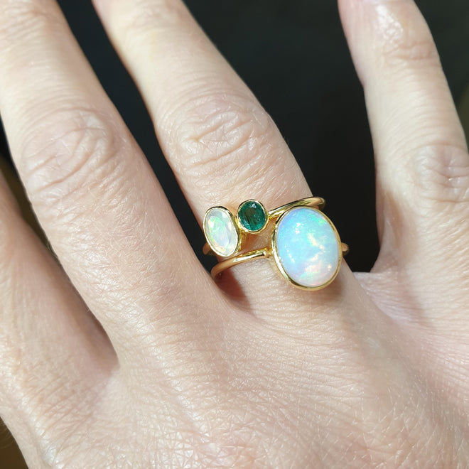 REI 18ct Yellow Gold Opal & Emerald ring