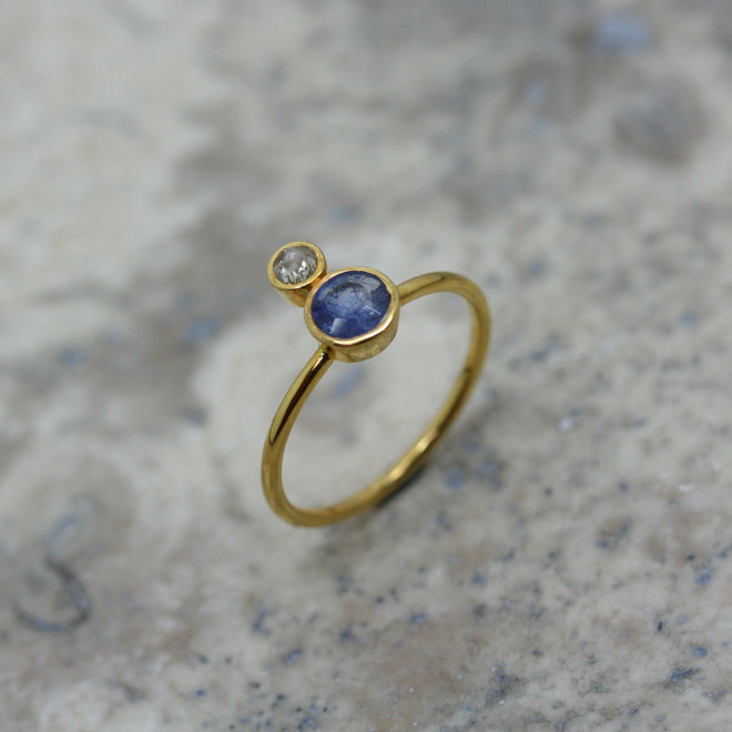 REI 18ct Yellow Gold Sapphire & Diamond Ring