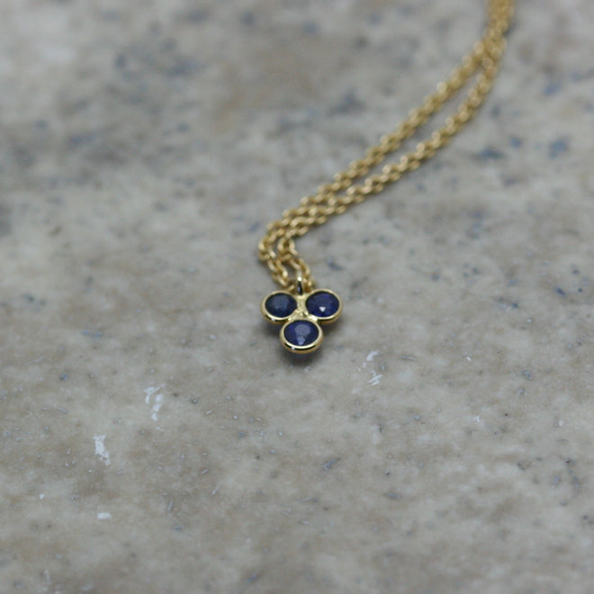 REI 18ct Yellow Gold & Trio Sapphire Necklace