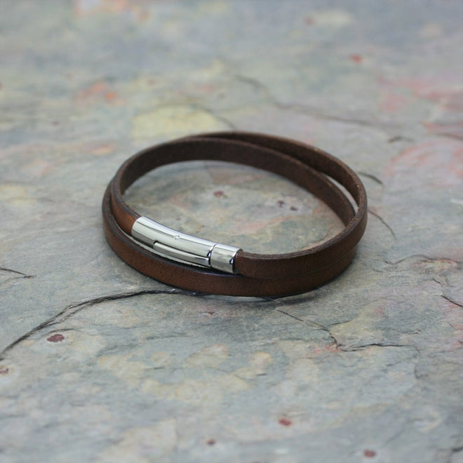 SAN mens narrow flat leather bracelet with polished clasp