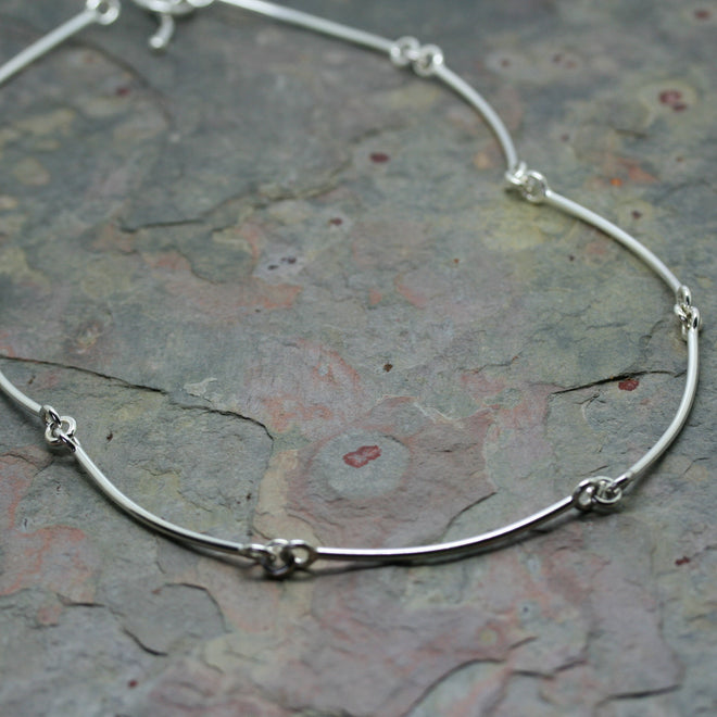 CHARLES ROBERTSON Silver 'Cruved' Link Wire Necklace