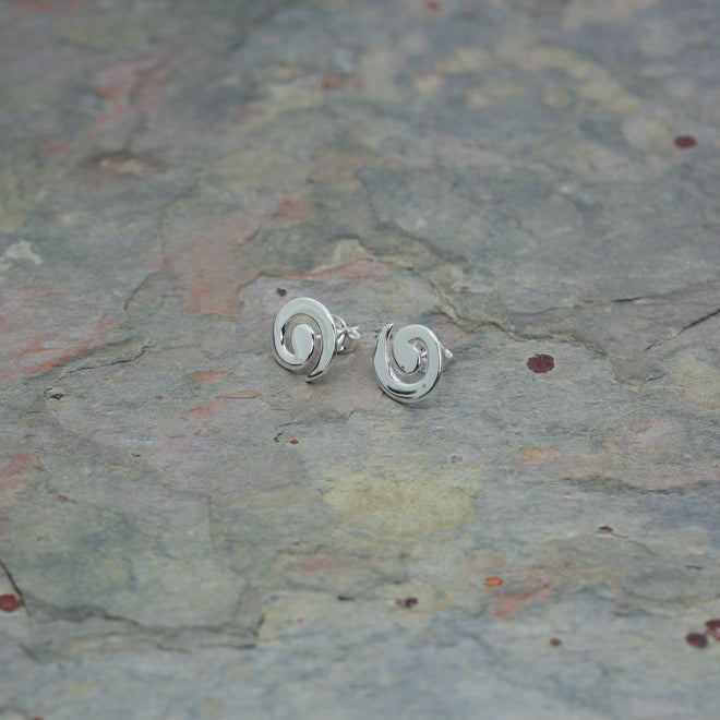 O F Design 'Swirl' Stud Earrings