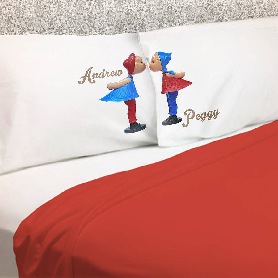 Dutch Kissing Dolls pillowcase gift set for couples