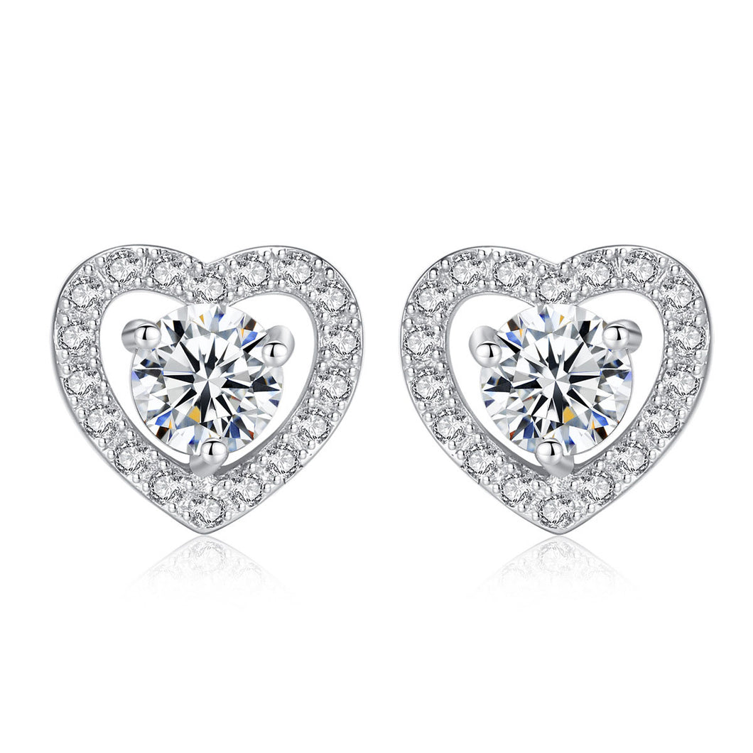 Sterling Silver Heart Shape Zircon Stud Earrings (Silver)