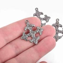 5 Gunmetal Cross Fleury Relic Charms, Fleur de Lis Cross, Gunmetal Hammered Plated Metal, double sided design, 30x28mm, chs2950