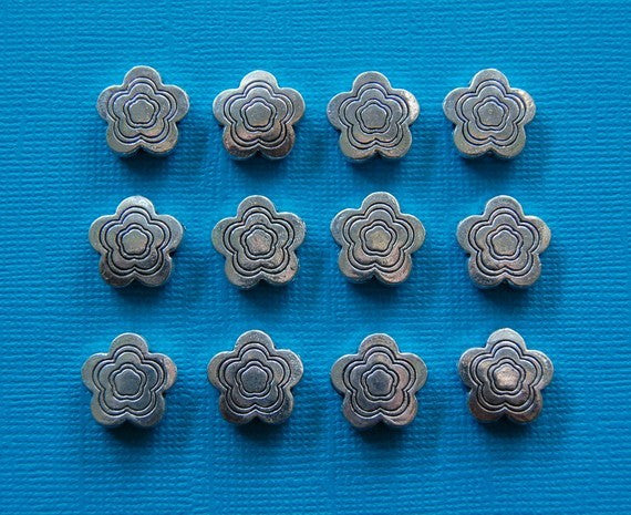 25 Pewter FLOWER silver beads bme0090